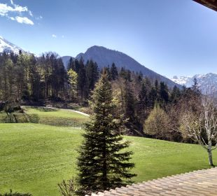 Ausblick vom Balkon zum Watzmann Alm- & Wellnesshotel Alpenhof