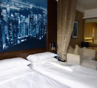 Zwei getrennte Betten im Doppelzimmer Hotel Harbour Grand Hong Kong