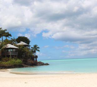 Von den Strandliegen Richtung Hotel... Cocos Hotel