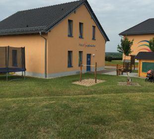 Das Spielhaus (Blick aus Haus Nr. 40) Seepark Auenhain