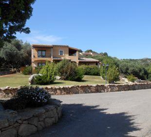 Blick auf die einzelnen Häuser mit den Zimmern Hotel Parco Degli Ulivi