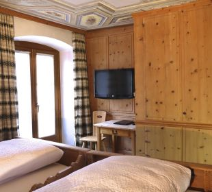 Arvenholz im Zimmer Nr. 2 Swiss-Historic-Hotel Münsterhof