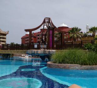 Blick auf den Pool Hotel Royal Dragon