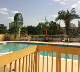Kleiner sauberer ruhiger Pool La Quinta Inn Orlando Universal Studios