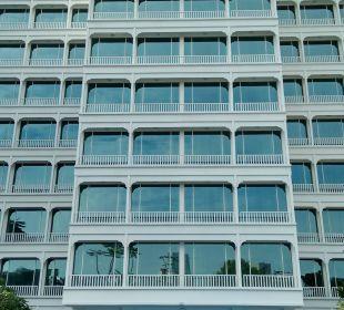 Blick vom Pool zum Hotel Park Hotel Clarke Quay