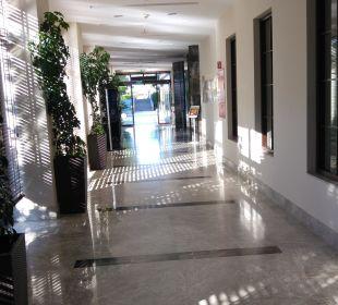 Flur zu den Restaurants Sensimar Side Resort & Spa