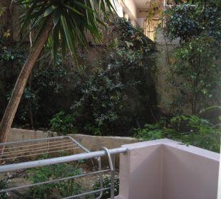 Blick nach rechts vom Zimmer 113  Hotel Corissia Beach