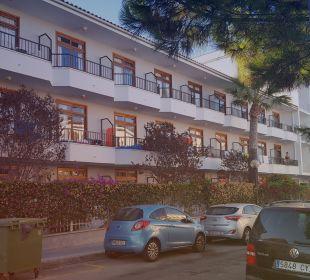 Unser Zimmer von außen  JS Hotel Yate