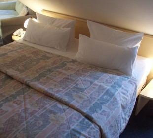 Doppelbett unter Dachschräge KurparkHotel Warnemünde