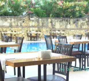 Abendessen draussen Club Big Blue Suite Hotel
