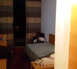 Vom Eingang in das Einzelzimmer Bluesun Hotel Soline