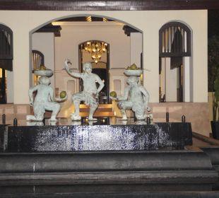 Platz für Einfahrt zur Rezeption Anantara Bophut Resort & Spa