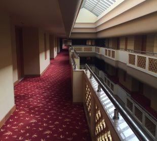 Weg zu den Zimmern Hotel Royal Dragon