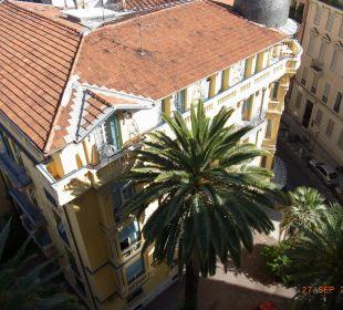 Blick vom Nachbarhotel auf das Hotel Counod Hotel Gounod Nice