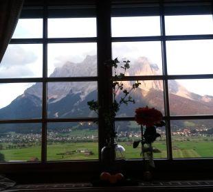 Unser Ausblick zur Zugspitze vom Essenstisch Hotel Post Lermoos