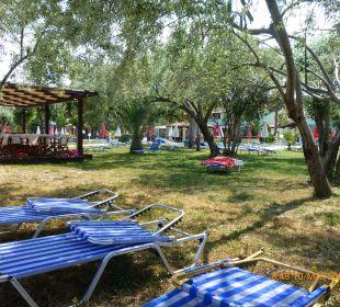 Garten vom Meer her Hotel Robolla Beach