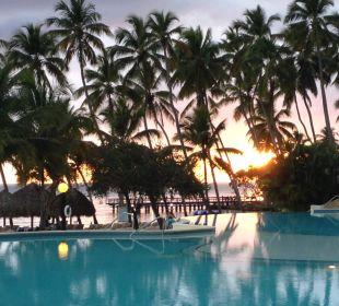 Pool am Abend Dreams La Romana Resort & Spa