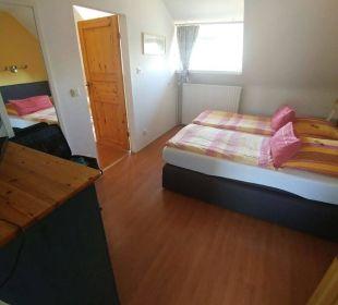 Schlafzimmer mit TV Hotel-Pension Alt-Rodenkirchen
