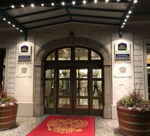 Hoteleingang Best Western Premier Grand Hotel Russischer Hof