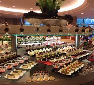 Köstlichkeiten am Büffet Gloria Verde Resort