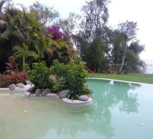 Pool mit Blick auf Atitlansee