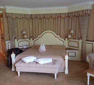 Gemütliches Bett in der Deluxe Suite Hotel Schwarzenstein