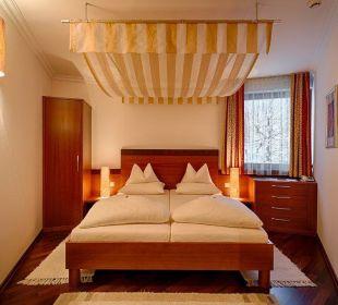 Turmsuite mit Himmelbett Hotel Pulverer
