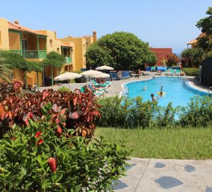 Pool u. Gartenanlage Apartamentos La Caleta