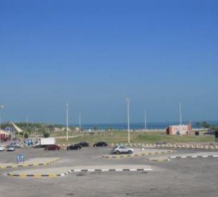 Blick zur Seeseite (Vorsicht Verkehr!) Ramada Hotel & Suites Al Khobar
