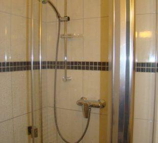 Dusche Zimmer 22 Hotel Pension Bellevue
