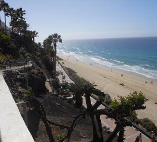 Kurzer Weg über Treppen zum Strand Hotel Rocamar Beach