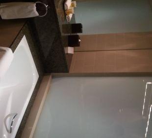 Zimmer Bad/Wanne Hotel Grand Millennium Al Wahda Abu Dhabi
