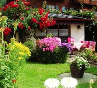 Garten zu Verweilen Ferienwohnungen Schneider Bad Hindelang