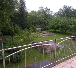 Ausblick in den Garten Gästehaus Kleinschuster