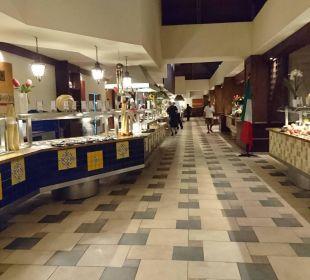 Hauptrestaurant für alle Gäste  Dreams La Romana Resort & Spa