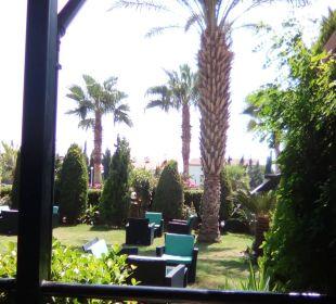 Vor der Lobby  Hotel Arabella World