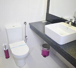 Standard Twin Room bathroom Hotel De KOKA