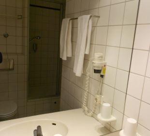 Dusche+WC Victor's Residenz Hotel Berlin Tegel