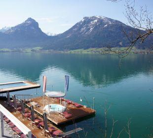 Blick von der Kirche auf das Seebad Romantik Hotel Im Weissen Rössl