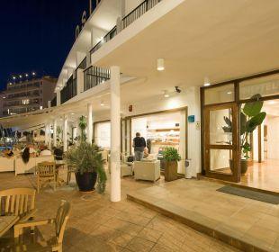 Haupteingang  Hotel Osiris