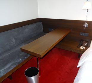 Schreibtisch links vom Bett Empire Riverside Hotel Hamburg