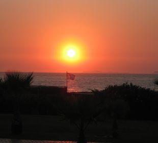 Sonnenuntergang über dem Meer Hotel Horizon Beach Resort