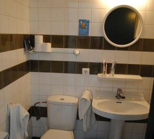 Badezimmer mit Wannendusche Hotel Poseidon Bahia