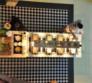 Frühstücksbuffet von oben Vida Hotel Downtown Dubai
