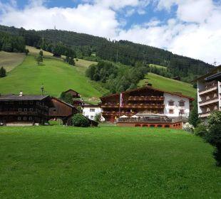 Bick von der Dorfstrasse zum Hotel Hotel Glockenstuhl