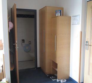 Vorzimmer, WC Kinderhotel SEMI
