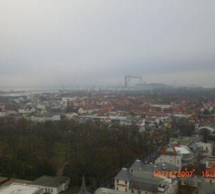 Ausblick vom 17 Stock seitlich Richtung Warnow  Hotel Neptun