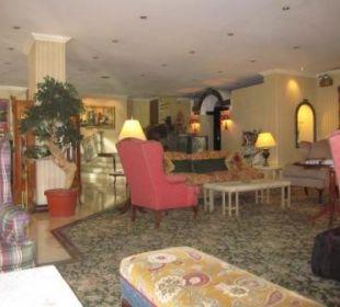 Teil der riesigen gemütlichen Lobby Ramada Hotel & Suites Al Khobar
