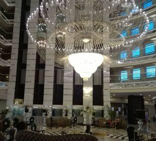 Der enorme Kronleuchter Hotel Delphin Imperial