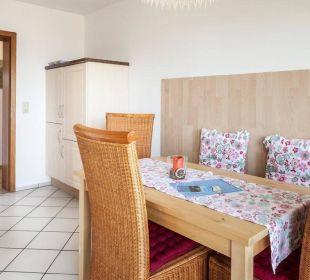 Essplatz in der Küche Ferienwohnung Schau Rhein